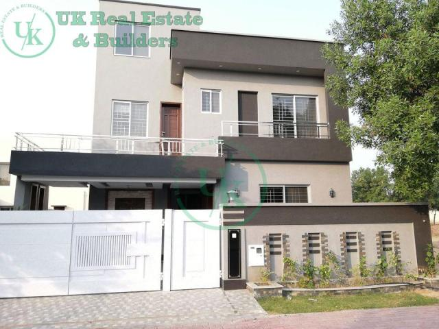 10 Marla House for Sale in Estate Bahria Town Lahore